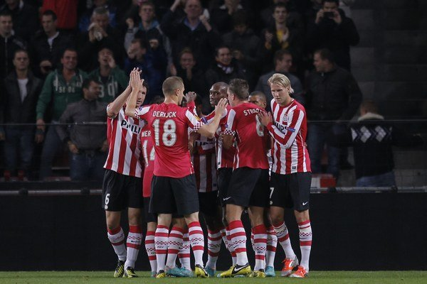 Ani Ajax, ani Feyenoord či Twente túto sezónu na konkurentov z Eindhovenu nestačili.