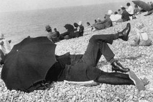 Henri Cartier-Bresson: Dáždnik.