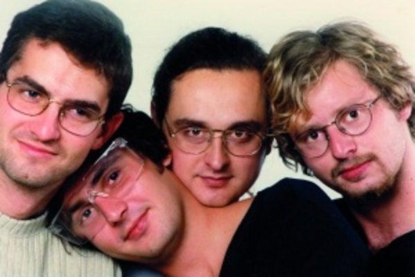 Skupina Hex v čase, keď vytvorili Vetroň. Zľava: Martin Žúži, Peter Dudák, Tibor Szabados a Tomáš Dohňanský