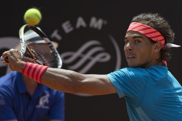 """Španiel si urobil z antukových dvorcov Rollanda Garrosa svoju """"obývačku"""". Tento rok to však vyzerá, že jeho nadvláde na turnaji môže byť koniec."""