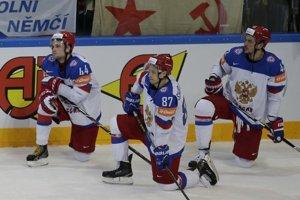 Hokejisti Ruska niesli prehru vo finále MS veľmi ťažko. Z ľadu napokon odišli predčasne - ešte pred hymnou víťazov.