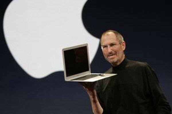 Steve Jobs odstúpil zo svojej funkcie, jeho prácu chvália aj dizajnéri.