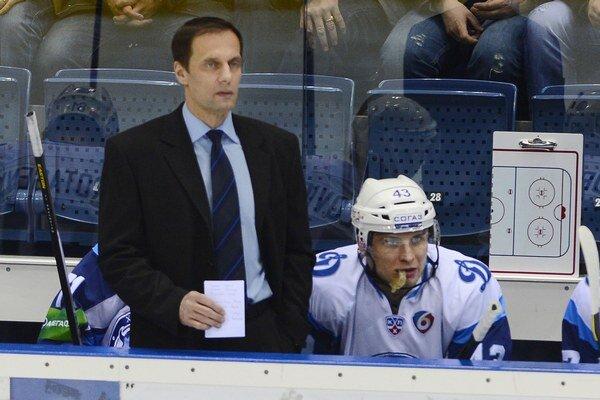 Tréner Ľubomír Pokovič vypadol s Minskom v play off KHL už v prvom kole.