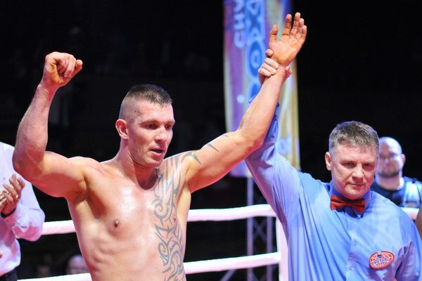 V októbri Tomi Kid porazil Hamzu Wanderu z Ugandy v súboji o titul WBF v ťažkej váhe.