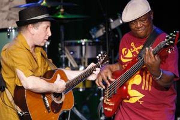 Paul Simon už roky načúva africkej hudbe a stále ju dokáže zaujímavo spojiť so svojimi pesničkami.