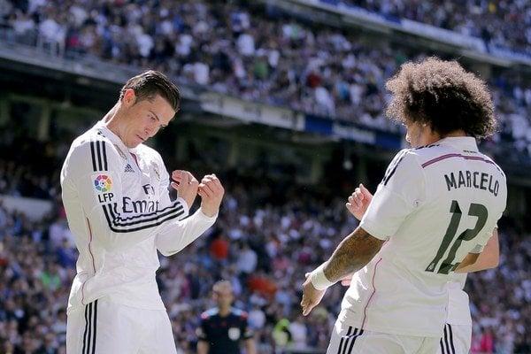 Cristiano Ronaldo sa teší z gólu s Marcelom.