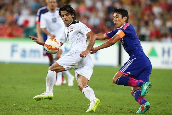 Iračan Alaa Abdulzehra a Japonec Makoto Hasebe.