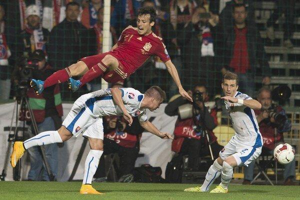 V prvom zápase hrali Slováci so Španielskom v Žiline. Vyhrali senzačne 2:1.