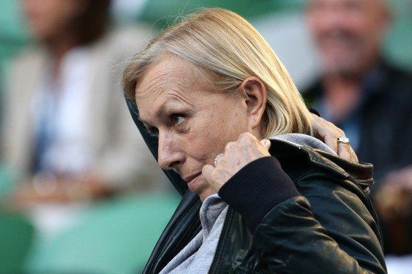 Martina Navrátilová, trénerka Poľky Agnieszky Radwaňskej, sleduje zápas proti Američanke Venus Williamsovej v osemfinále.