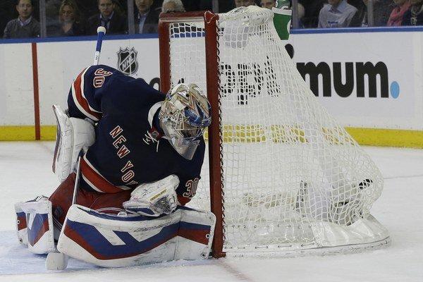 Brankár New Yorku Rangers Henrik Lundqvist.