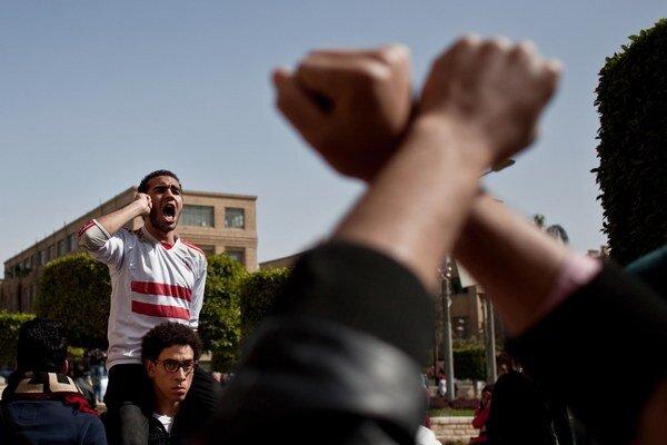 V Káhire sa konala demonštrácia proti zásahu polície proti futbalovým fanúšikom.