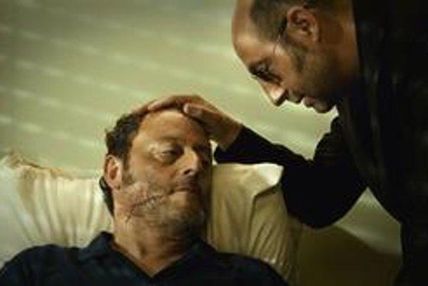 Dve francúzske hviezdy, Jean Reno a Kad Merad vo filme 22 výstrelov.