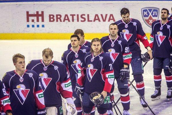 Hokejisti Slovana zrejme budúcu sezónu nezačnú už v KHL.