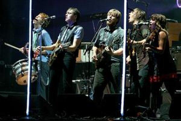 Arcade Fire sa so svojím albumom The Suburbs tiež dostali do boja o Grammy.