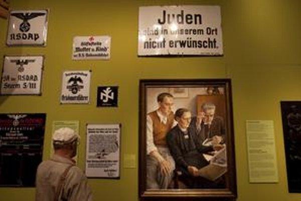 Organizátori výstavy vynechali Hitlerove osobné veci a tvrdia, že medzi návštevníkmi neonacisti nebudú.