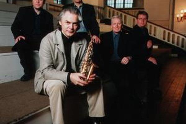 Jan Garbarek (1947) – nórsky saxofonista, skladateľ a producent. Vplyvný reprezentant európskeho džezu spolupracuje od 70. rokov exkluzívne s mníchovským vydavateľstvom ECM. Podieľal sa na projektoch Georga Russella a Keitha Jarretha, spolupracoval s