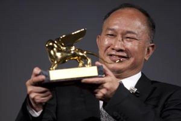 John Woo pri preberaní ceny za životné dielo.