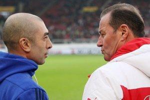 Dvaja noví tréneri na lavičkách tímov Bundesligy - vľavo Roberto Di Matteo zo Schalke, vpravo Hub Stevens zo Stuttgartu.