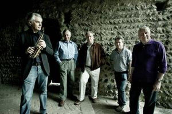 Britské vokálne The Hilliard Ensemble s jedným z najznámejších európskych džezmenov Janom Garbarekom.