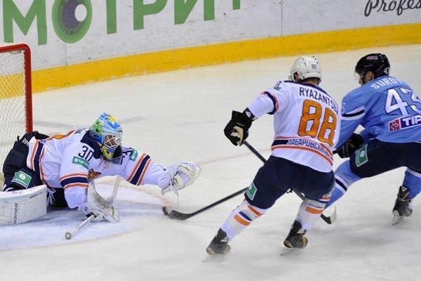 Hokejisti Chabarovska v zápase na ľade Slovana Bratislava.
