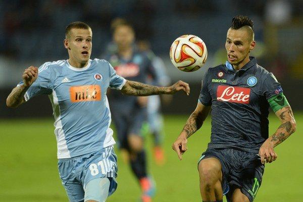 V prvom zápase Európskej ligy zvíťazil Neapol nad Slovanom 2:0. Jeden gól strelil aj Marek Hamšík (vpravo).