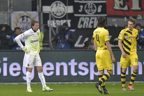 Borussii Dortmund sa v lige nedarí. Doterajšia jednotka Roman Weidenfeller (prvý zľava) bude v najbližších troch zápasoch náhradníkom.