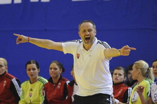 Tréner Dušan Poloz dostal slovenské hádzanárky na európsky šampionát po dvadsiatich rokov. A na ňom vyradil vicemajsterky sveta.