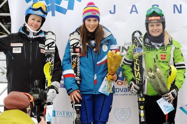 Petra Vlhová (v strede).
