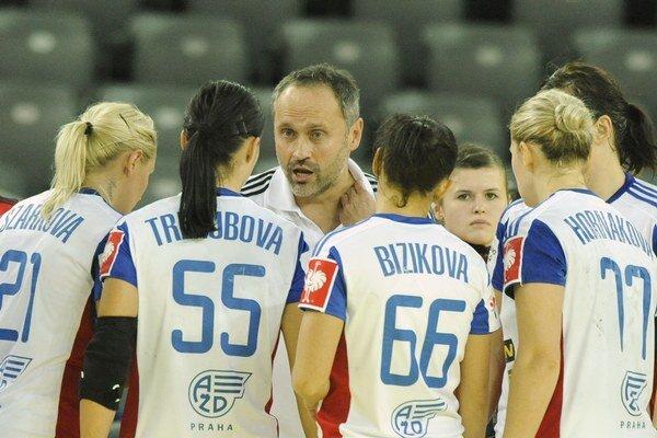 Dušan Poloz postúpil zo skupiny ME už ako asistent trénera v českej reprezentácii. So Slovenkami to dokázal ako hlavný tréner.
