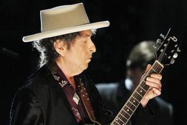 Kvôli nechuti fotografovať sa na koncertoch majú aj svetové agentúry len zopár kvalitných záberov Boba Dylana. Tento vznikol pred rokom v Kalifornii.