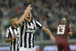 Bonucci oslavuje víťazný gól proti AS Rím.