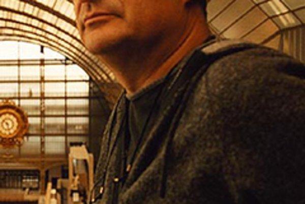 JeanPierre Jeunet (55). Presadil sa filmom Delikatesy, podpísal sa aj pod pokračovanie Votrelca. Po Amélii z Montmartru nakrútil Príliš dlhé zásnuby a naposledy Galimatiáš.