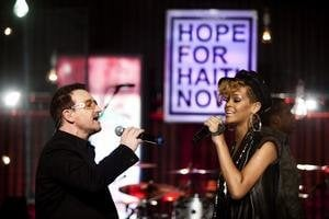 Bono spieval duet s Rihannou.
