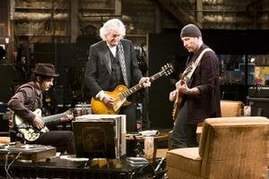 V dokumente It Might Get Loud sa spolu rozprávajú a hrajú tri generácie rockerov.
