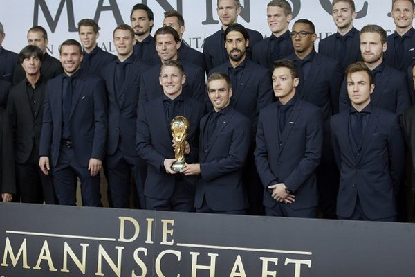 Futbalisti Nemecku na premiére filmu o ich úspechu.