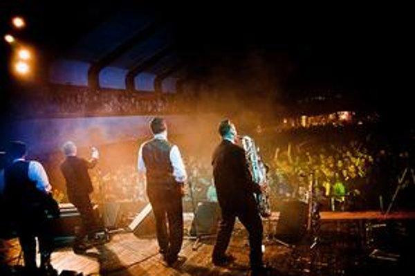 Michal Kaščák v utorok opäť spieval aj organizoval. V Bratislave sa so skupinou Bez ladu a skladu predstavil po dlhšej pauze a troch koncertoch v Amerike.