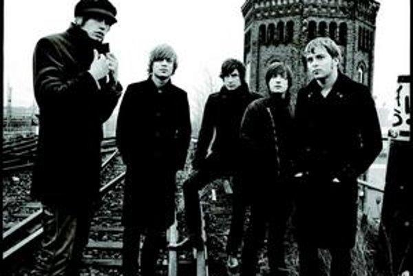 Základ švédskej pätice Mando Diao sa dal dokopy ešte  v roku 1995. Kapela, ktorej štýl sa pohybuje niekde medzi garážovým rockom a popom, sa najprv presadila v rodnej krajine. Debutovala nahrávkou Bring' Em In v roku 2002, no každým ďalším albumom sa čora