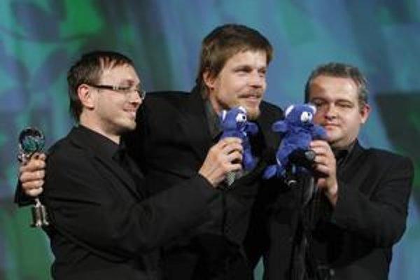 Fero Krähenbiel, Marko Škop a Ján Meliš prišli do Karlových Varov s medvedíkmi, odišli odtiaľ s glóbusom.