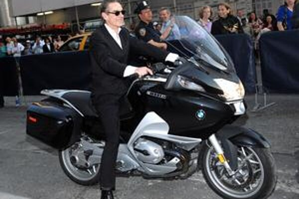 Herec Jeremy Irons: ušľachtivý výzor a slabosť pre rýchle motocykle