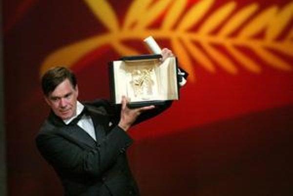 Gus Van Sant je dôkazom, že na festivale v Cannes pevné pravidlá pri oceňovaní filmov neplatia. V roku 2003 zvíťazil jeho skvelý film Elephant a on pritom, netradične, dostal aj cenu za réžiu.