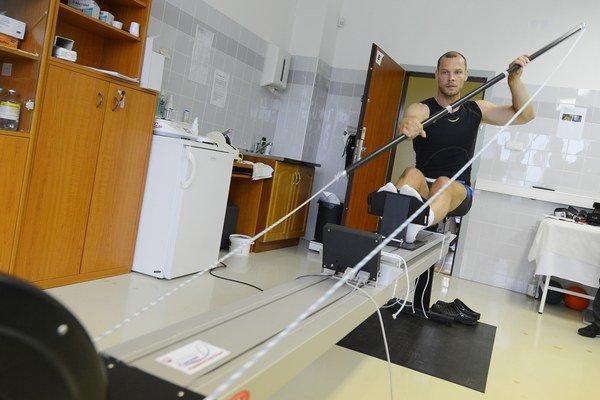 Juraj Tarr na testovacom zariadení.