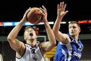 Peter Šimek (vpravo) odohral proti Lotyšom dobrý zápas.