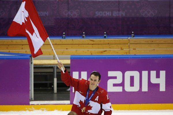 Olympijský turnaj v Soči vyhrali hokejisti Kanady, zlato oslavuje útočník Jonathan Toews.