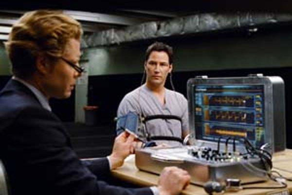 Keanu Reeves tentoraz prišiel zachrániť Zem od ľudí.