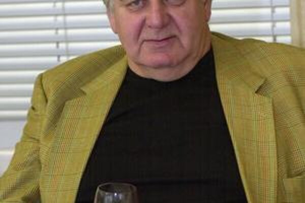 Slovenský spisovateľ Peter Jaroš na snímke zo 6.mája 2005 v Bratislave.