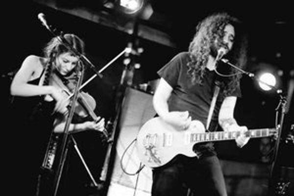 Silver Mt. Zion vznikli v roku 1999 v kandadskom Montreale. Skupina, vedená spevákom a skladateľom Efrimom Menuckom, vydala doteraz päť albumov. Encyklopédie ju označujú za postrockovú skupinu, ale tomuto označeniu sa kapela bráni. Jej piesne sú niekde na