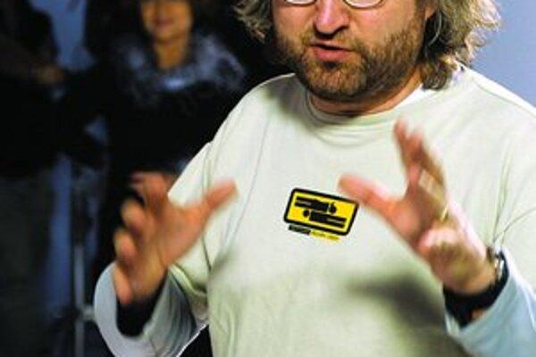 Jan Hřebejk (1967). Vyštudoval FAMU, odbor scenáristika a dramaturgia. V roku 1993 debutoval celovečerným muzikálom Šakalí léta. Nakrútil niekoľko televíznych seriálov, pokračoval úspešnou retrokomédiou Pelíšky, drámou Musíme si pomáhat, filmami Pupendo,
