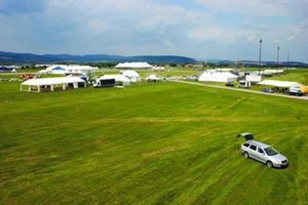 Obraz, ktorý počas najbližších dní neuvidíte – prázdny areál festivalu zaľudnia návštevníci.