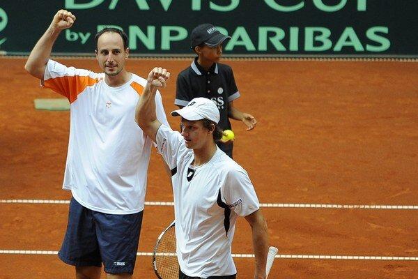 Igor Zelenay v tričku s oranžovými rukávmi.