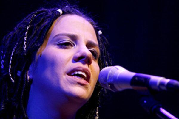 Česká speváčka Aneta Langerová vystupuje počas svojho koncertu v PKO. Bratislava, 10. november 2007.